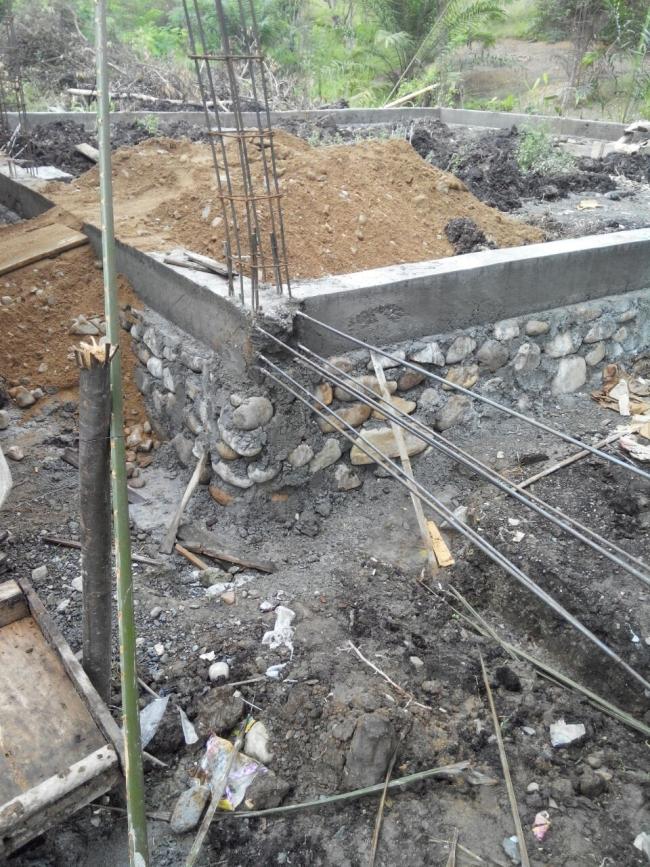 Tahap pekerjaan pemasangan pondasi Masjid karrosa