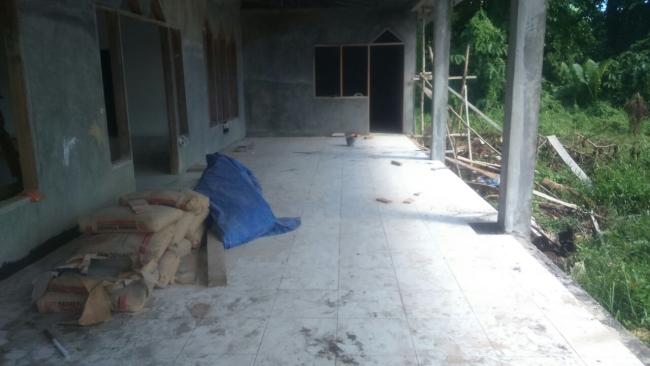 Tahap pengacian bagian luar Masjid pasang kayu