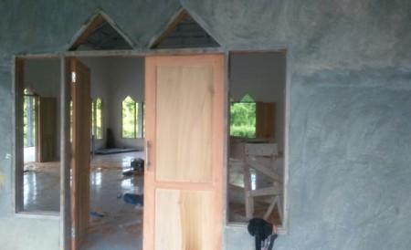 Tahap pengacian dan pemasangan pintu masjid pasang kayu