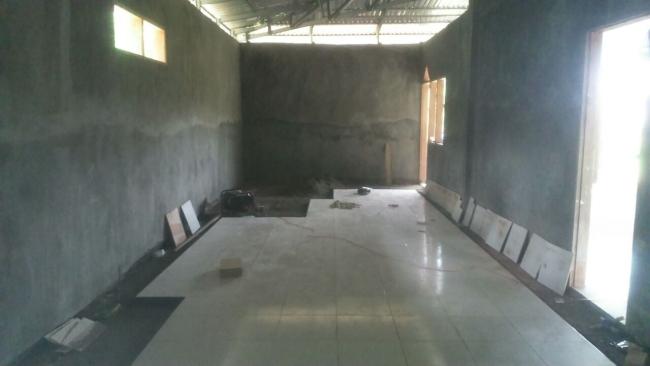 Pemasangan tehel dan pengacian bagian dalam  Masjid Pasang kayu