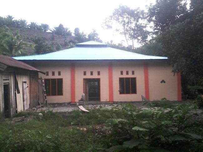 Tampak depan Masjid Karrosa, Mamuju tengah, Selesai