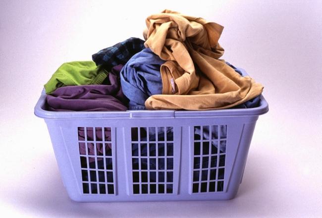 Derajat Hadits Istri Mencucikan Pakaian Suami
